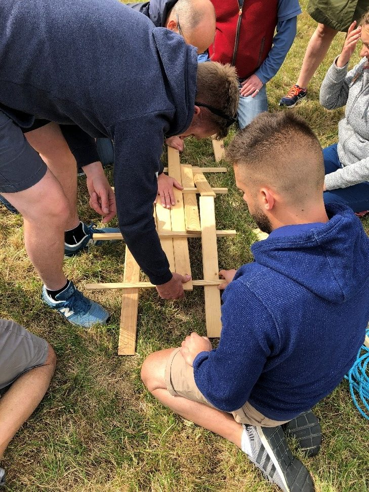 A team tried to solve the puzzle of leonardo's bridge